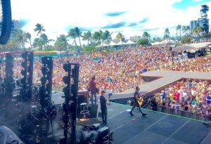 Crowds exceeding 100,000 people watching Old Dominion Live on Tortuga Stage
